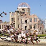 広島平和記念資料館でのシュタインマイヤー・ドイツ外相の記帳